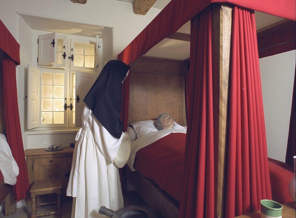 Dans la salle du Canada de l'ancien Musée canadien des civilisations se trouvait la reconstitution d'une chambre d'hôpital de la Nouvelle-France.