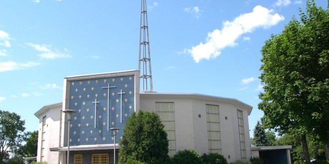 L'église Saint-Louis-de-France, à Québec, est un exemple remarquable d'architecture moderne. Le gouvernement du Québec l'a cependant achetée à l'été 2020 en vue de la démolir pour y construire une maison des aînés.