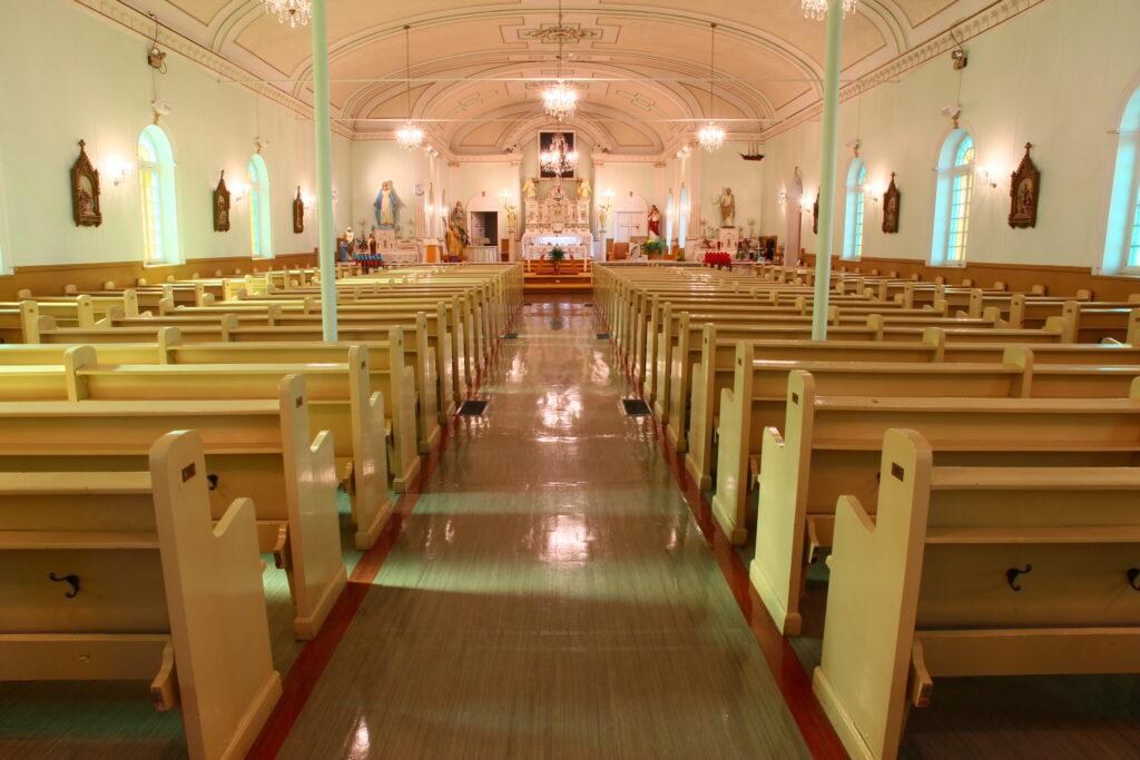 Intérieur de l'église de Saint-Irénée