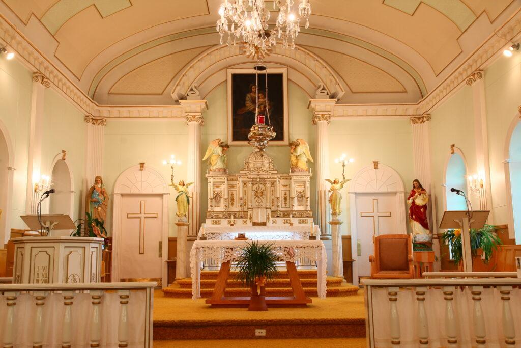 Maître-autel de l'église de Saint-Irénée
