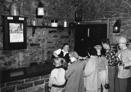 En 1960, le sous-sol du palais de l'intendant accueillait toujours un salon de dégustation: les Voûtes Talon.